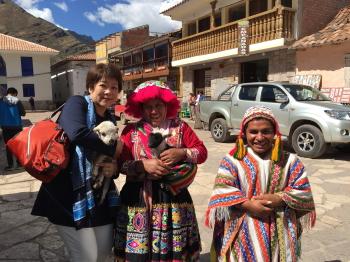 クスコの町と女性